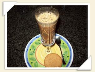 CAFFE' SHAKERATO CON CANNELLA, CREMA DI WHISKY E MCVITIE'S DI VERONICA