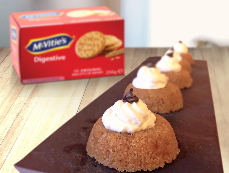 Mini savarin con gocce di cioccolato e panna montata di Eleonora